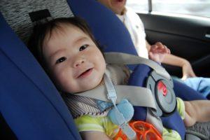 チャイルドシートの赤ちゃん