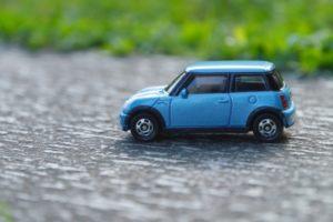 ブルーの車