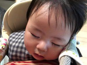 暑さ疲れで寝る赤ちゃん