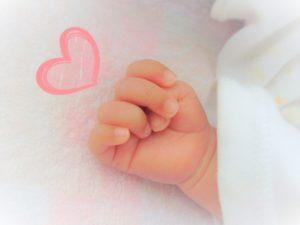 赤ちゃんの手 出産