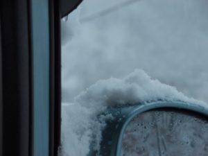 雪のサイドミラー